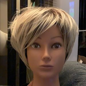 New Wig with tags short and sexy. 3 tone great cut